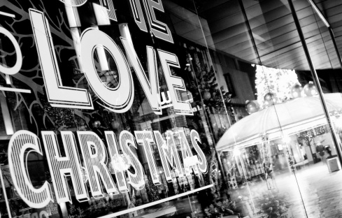 love-christmas-sign-liverpool-one-black-and-white-blog-formidable-photography